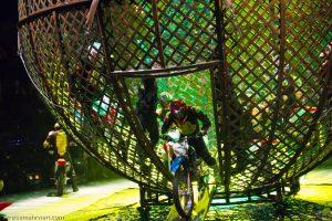 Flic Flac-X-Mas-Show Dortmund 2017: »Globe of Speed« / Pinillio-Moto-Riders