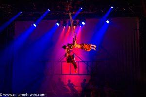 Premiere_GOP Varieté-Theater Essen: Sông Trăng_M. Nguyen Duc Thinh und Partnerin (Strapaten)