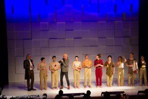 Werner Buss und das Ensemble bei der Premiere von Sombra