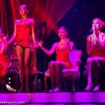 Apollo-Dancers mit Sängerin Anastasiia Kosheleva