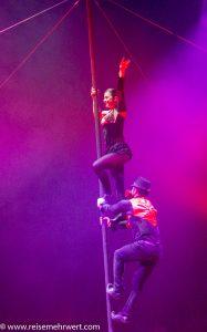 zirkus-charles-knie_gastvorstellung-in-essen_premiere_duo-romance_Adelina-und- Alex-Boldojar-polemast