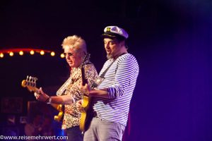 Sie rocken den Saal: Rudolf Rock (alias Uli Salm) und seine Schocker-Band