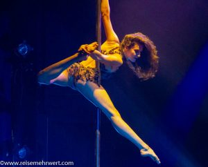 Vertical-Dance an der Pole-Stange: Helene Lehmann