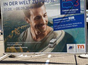 CARAVAN SALON Düsseldorf 2019_Messeplakat_In der Welt zu Hause