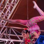 Equilibristik unter der Bühnendecke_Chinesischer Nationalcircus_Weihnachtscircus Metropole Ruhr_Grugahalle Essen_2019_premiere