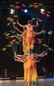 Akrobatik mit tanzenden Tellern_Chinesischer Nationalcircus_Weihnachtscircus Metropole Ruhr_Grugahalle Essen_2019_premiere