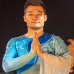 Chinesischer Akrobat beim Finale_Chinesischer Nationalcircus_Weihnachtscircus Metropole Ruhr_Grugahalle Essen_2019_premiere