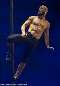 Sebastian Stamm_Flic-Flac_Die-neue-X-Mas-Show_Dortmund_2019