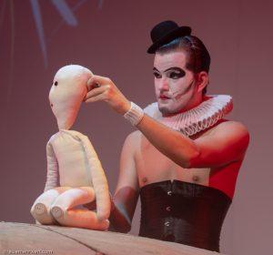 Puppenspieler Jarnoth_gop-essen_der-kleine-prinz-auf-station-7_premiere