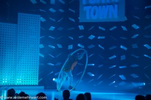 Emir Buhari Erdogan (Cyr Wheel / Breakdance)_GOP Varieté-Theater Essen_Funky Town_Premiere