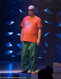Kai Eikermann (Physical Comedy)_GOP Varieté-Theater Essen_Funky Town_Premiere
