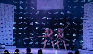 Steinzeit trifft auf Moderne_GOP Varieté-Theater Essen_Funky Town_Premiere