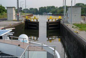 nickovision-flusskreuzfahrt-nicko-cruises-8-tage-rhein-und-main-2021-mainschleuse