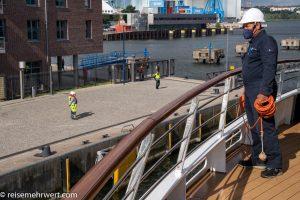 nicko-cruises-hochseekreuzfahrt-world-voyager-4-tage-kiel-flensburg-wismar-kiel-2021-Anlegemanöver