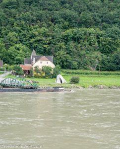 Flusskreuzfahrt-MS-Albertina-2021 - Die »Wachauer Nase« bei der Anlegestelle der Rollfähre in St. Lorenz