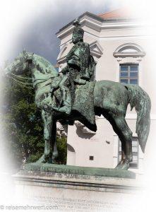 Flusskreuzfahrt-MS-Albertina-2021 - Die bronzene Statue des Husarengrafen András Hadik im Budaer Burgviertel