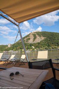 Flusskreuzfahrt-MS-Albertina-2021 - Panoramablick auf eine Burg an der Donau