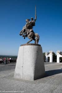 Flusskreuzfahrt-MS-Albertina-2021 - Reiterstandbild von König Svatopluk im Innenhof der Burg Bratislava