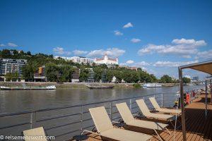 Flusskreuzfahrt-MS-Albertina-2021 - Blick auf Burg Bratislava